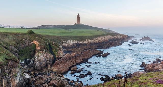640px-Torre_de_Hércules,_La_Coruña,_España,_2015-09-25,_DD_35-37_HDR copia
